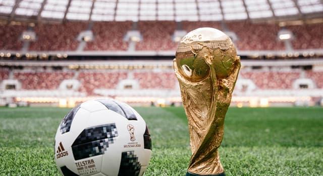 Спорт Запитання-цікавинка: Хто є єдиним футболістом в світі, три рази становившимся чемпіоном світу як гравець?