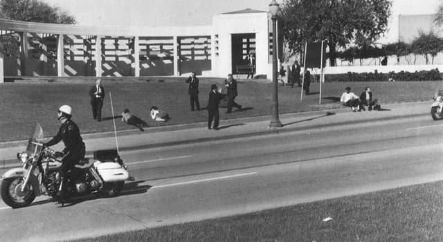 Історія Запитання-цікавинка: З чим стояла людина, що підозрювався в співучасті у вбивстві Кеннеді?