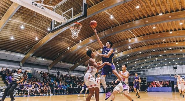 Спорт Запитання-цікавинка: Скільки баскетболістів з однієї команди може бути на майданчику одночасно?