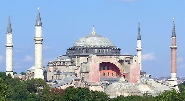 Geografia Pytanie-Ciekawostka: W którym mieście znajduje się bizantyńska świątynia chrześcijańska Hagia Sophia?