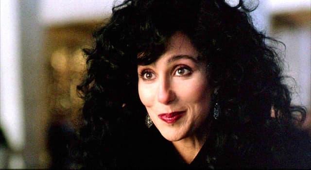"""Film & Fernsehen Wissensfrage: Welcher Schauspieler spielte die Rolle von Chers Sohn im Film """"Die Maske"""" (1985)?"""