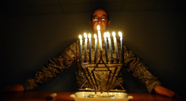 Kultur Wissensfrage: Welches Spielzeug ist mit der jüdischen Feier Chanukka verbunden?