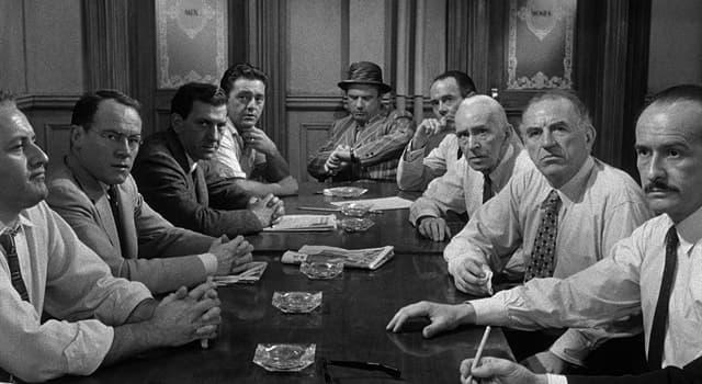 """Film & Fernsehen Wissensfrage: Wer spielte den Geschworener Nr. 8 im Film """"Die zwölf Geschworenen"""" (1957)?"""