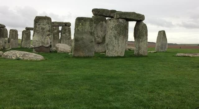 Science Trivia Question: Which English naturalist traveled to Stonehenge to conduct research on earthworms?