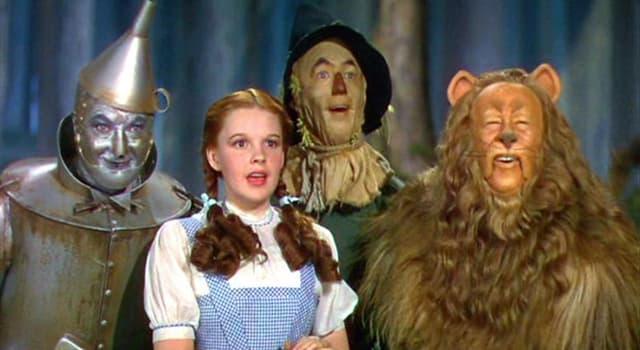 """Film & Fernsehen Wissensfrage: Wie alt war Judy Garland, als sie """"Der Zauberer von Oz"""" (1939) drehte?"""