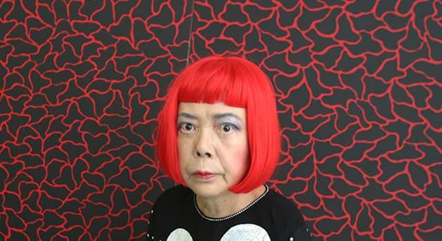 Kultura Pytanie-Ciekawostka: Z czego tworzy sztukę współczesna japońska artystka Yayoi Kusama?