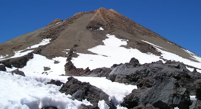Geography Trivia Question: From base to peak which is the highest volcano in the world outside of the Hawaiian Islands?