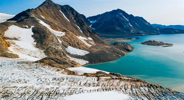 Geography Trivia Question: Greenland is located on what tectonic plate?