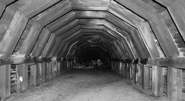 Geography Trivia Question: In which state are the infamous 'Shanghai Tunnels' located?