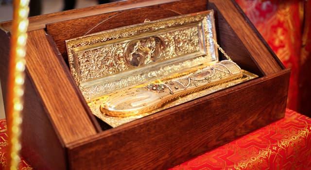 Культура Запитання-цікавинка: Як називають останки людей, зарахованих після смерті до лику святих?