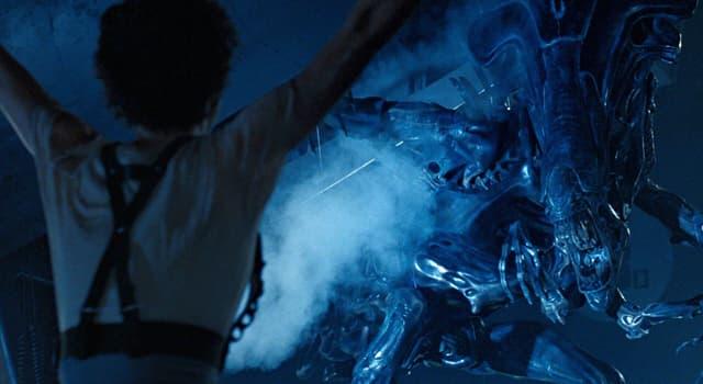 Фільми та серіали Запитання-цікавинка: Яка актриса зіграла роль Еллен Ріплі у фільмах «Чужий», «Чужі», «Чужий 3» і «Чужий: Воскресіння»?
