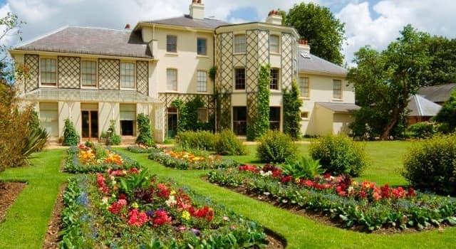 Science Trivia Question: Which eminent scientist's long-term residence (pictured) was called Down House?
