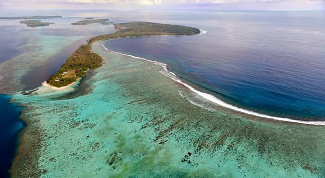 Geography Trivia Question: How many islands are the largest in the Bismarck Archipelago?