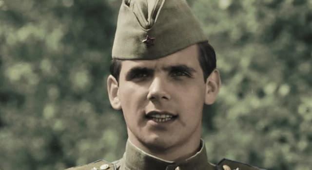 """Фільми та серіали Запитання-цікавинка: Хто виконав роль молодшого лейтенанта Щедронова - Смуглянка, у фільмі """"В бой идут одни"""" старики """"?"""