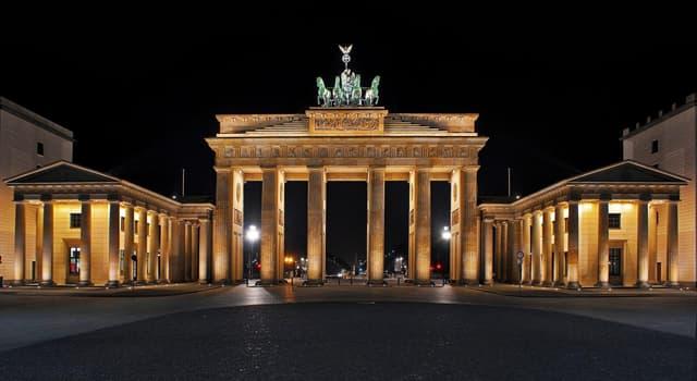 Культура Запитання-цікавинка: В якому німецькому місті знаходиться архітектурний пам'ятник Бранденбурзькі ворота?