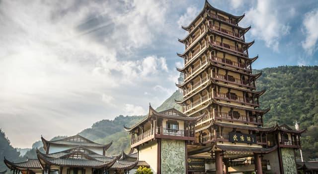 Cultura Pregunta Trivia: ¿Cuál de las siguientes construcciones es una torre escalonada, un lugar de culto, con aleros?