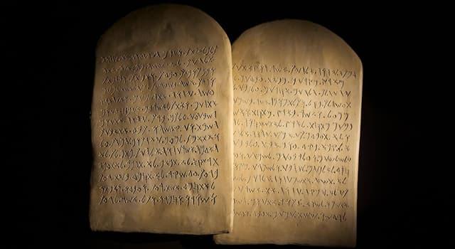 Культура Запитання-цікавинка: Як називають дошку або таблицю з написаним на ній текстом (переважно священним)?