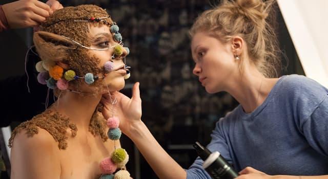 Культура Запитання-цікавинка: Як називають людину, професійно змінює образ актора для відповідної ролі?