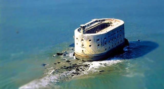 Культура Запитання-цікавинка: Якій країні належить відомий Форт Бойяр?