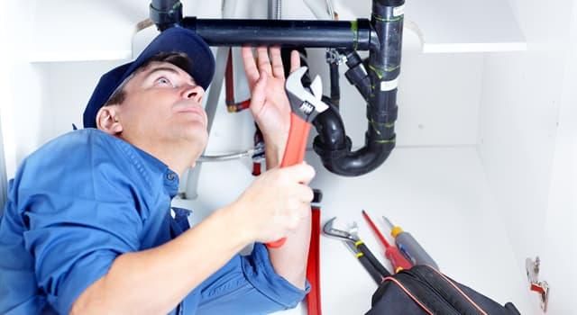 Суспільство Запитання-цікавинка: Хто забезпечує функціонування систем опалення, водопостачання і каналізації?