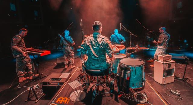 Cultura Pregunta Trivia: ¿Cómo se llama una banda de rock que está conformada por una guitarra eléctrica, un bajo y una batería?