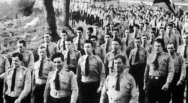 historia Pytanie-Ciekawostka: W którym z tych krajów w 1934 roku został zakazany nacjonalistyczny Ruch Błękitnych Koszul?
