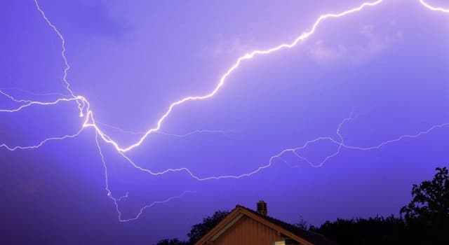 Naturaleza Pregunta Trivia: ¿Qué temperatura puede alcanzar un rayo?