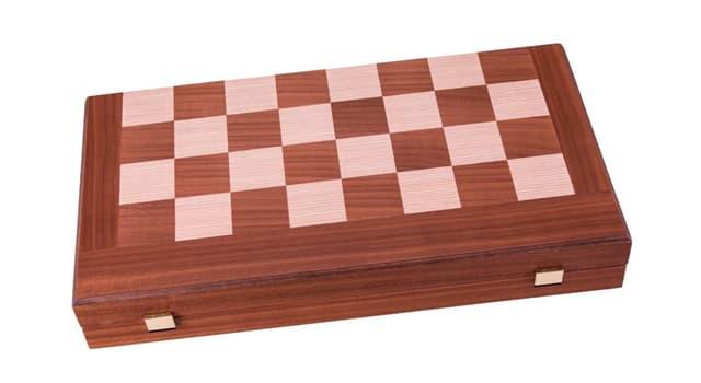 Cultura Pregunta Trivia: ¿En cuál juego se usa un tablero, fichas y dados?