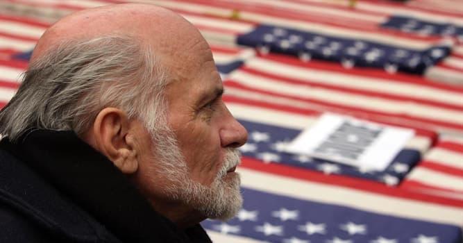 Filmy Pytanie-Ciekawostka: Który film opowiada o sparaliżowanym weteranie wojny Ronie Kovicu, który został aktywistą ruchu antywojennego?