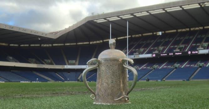 sport Pytanie-Ciekawostka: Monety jakiej waluty zostały przetopione w celu stworzenia pucharu Calcutta Cup w rugby union?