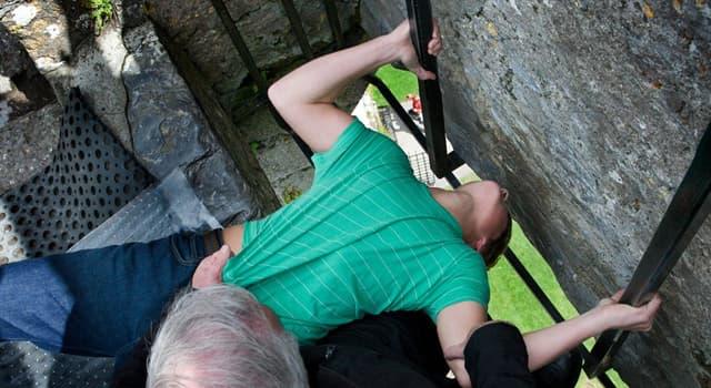 Geografía Pregunta Trivia: ¿En qué país pueden los turistas besar la piedra de la elocuencia?