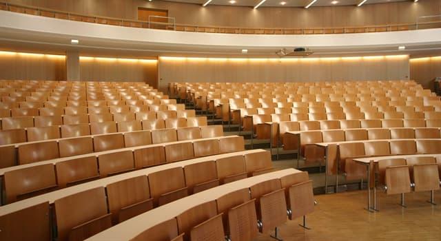 Sociedad Pregunta Trivia: ¿Cuál de los siguientes es un tipo de aula que típicamente está en universidades?