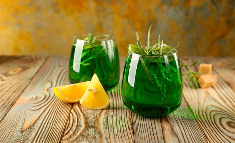 Суспільство Запитання-цікавинка: Який напій виготовляється з солодкої води і екстракту естрагону?