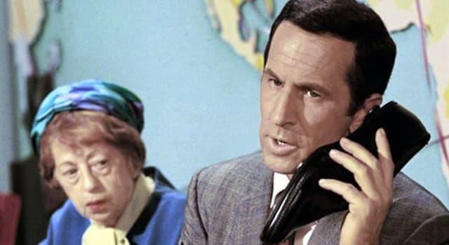 """Películas Pregunta Trivia: ¿A quién se dirigía Maxwell Smart cuando decía: """"bien pensado 99"""" en la serie llamada """"Superagente 86""""?"""