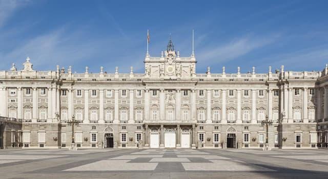 Cultura Pregunta Trivia: ¿Cuántas habitaciones tiene el Palacio Real de Madrid?