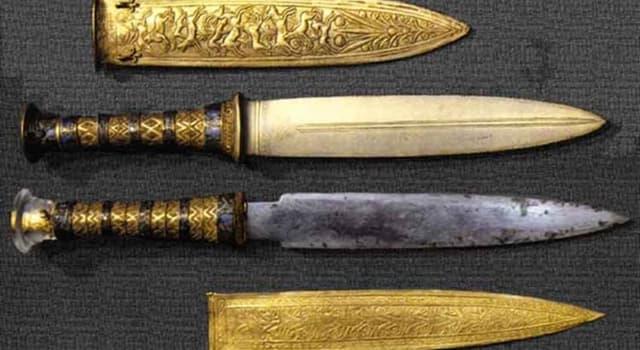 Historia Pregunta Trivia: ¿De qué material esta compuesta una de las dagas encontradas en la tumba de Tutankamón?