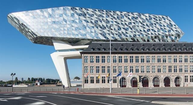 Cultura Pregunta Trivia: ¿En el puerto de qué ciudad europea se encuentra esta escultura de Zaha Hadid?
