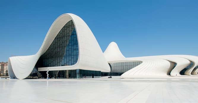 Geografía Pregunta Trivia: ¿En qué ciudad se erige el Heydar Aliyev Center?
