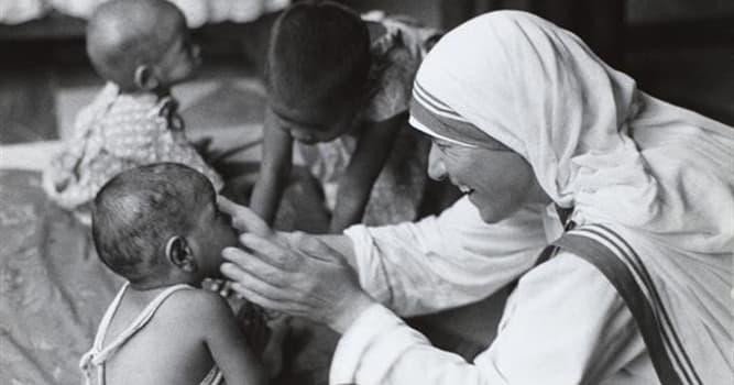 Gesellschaft Wissensfrage: Mit welcher indischen Stadt war die Mutter Teresa verbunden?