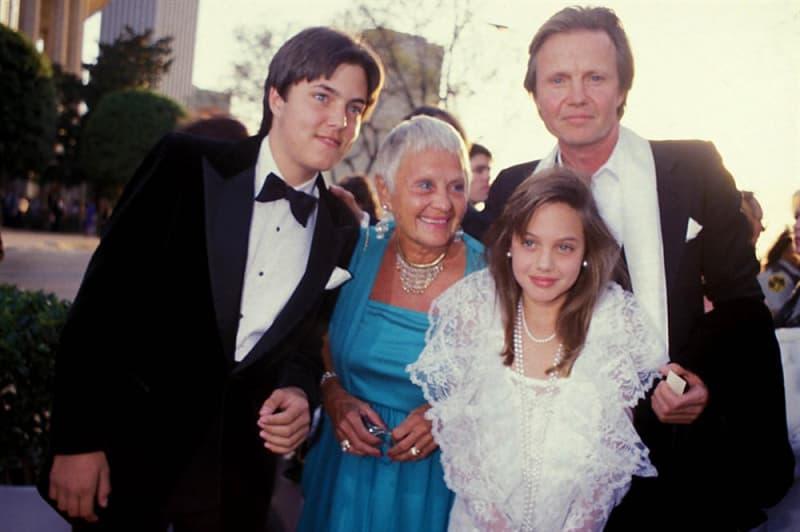 Фільми та серіали Запитання-цікавинка: Батьком який актриси є актор Джон Войт?