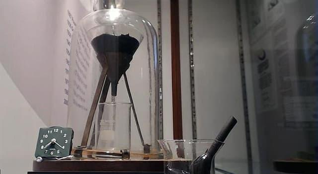 Сiencia Pregunta Trivia: ¿Quién fue el profesor que inició en el año 1927 el experimento de la gota de brea y que aún sigue en curso?
