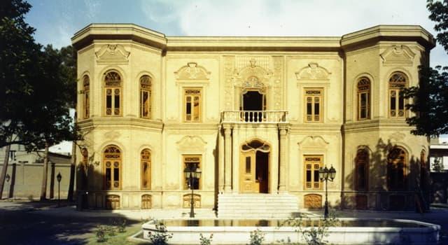 Historia Pregunta Trivia: ¿Quién mandó construir el edificio que hoy alberga el Museo del Vidrio y la Cerámica de Teherán?