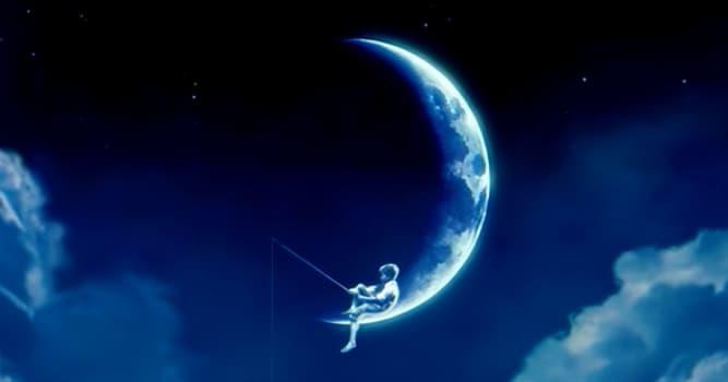Películas Pregunta Trivia: ¿Qué estudio cinematográfico tiene un logo en el que hay un niño pescando sentado en la Luna?