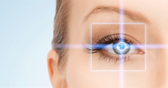 Сiencia Pregunta Trivia: ¿Qué defecto en el ojo da como resultado imágenes distorsionadas o visión borrosa a todas las distancias?