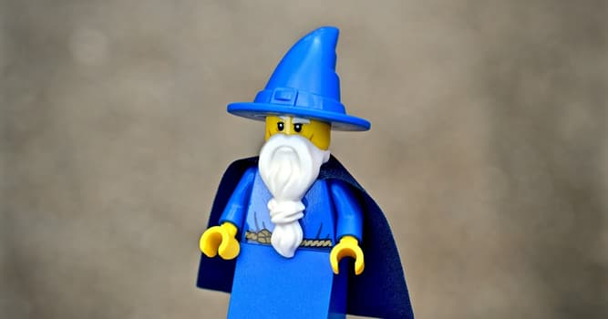 """Movies & TV Trivia Question: Which of these hosts was better known as """"Mr. Wizard""""?"""