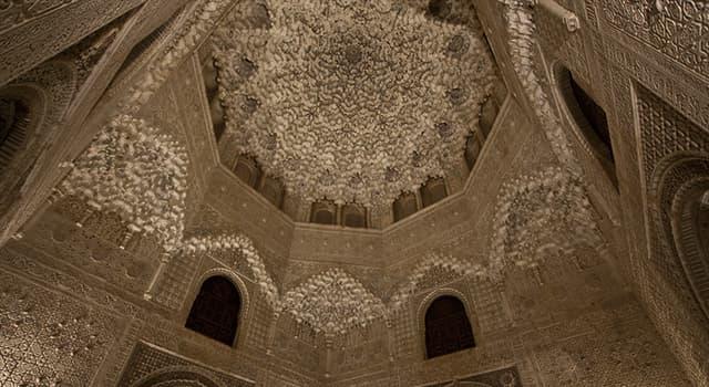 Geografía Pregunta Trivia: ¿A qué debe su nombre la Sala de las Dos Hermanas de la Alhambra de Granada?