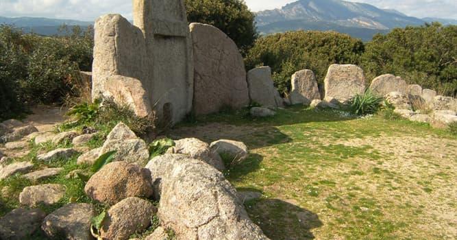 Geografía Pregunta Trivia: ¿En qué isla se encuentra la Tumba de Gigantes Coddu Vecchiu?
