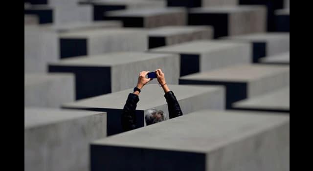 Sociedad Pregunta Trivia: ¿En qué monumento se está fotografiando este turista?