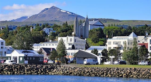 Geografía Pregunta Trivia: ¿En qué país está ubicada la ciudad Akureyri?