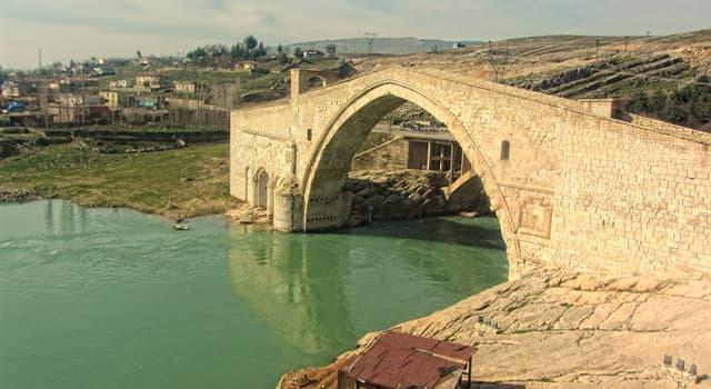 Geografía Pregunta Trivia: ¿En qué país se encuentra el Puente Malabadi o Puente Akarman?